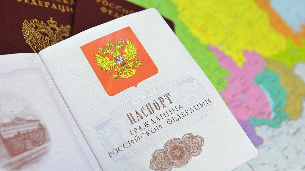 У кого виза должен иметь миграционную карту