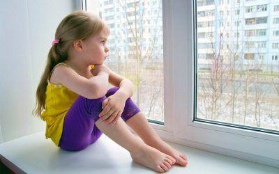 Можно ли выписать несовершеннолетнего ребенка из квартиры собственника?